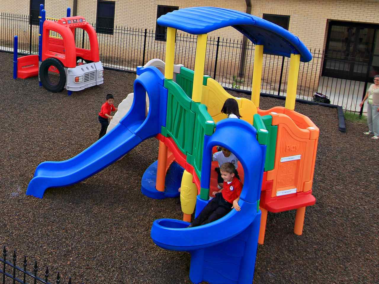 Little Tikes' products are mostly low-tech molded plastic toys aimed primarily at infants and young children, for indoor and outdoor use, including its party kitchen and turtle sandbox. The company was established by Tom G. Murdough Jr. in November 10, in Aurora, ticketfinder.gaarters: Hudson, Ohio, U.S.